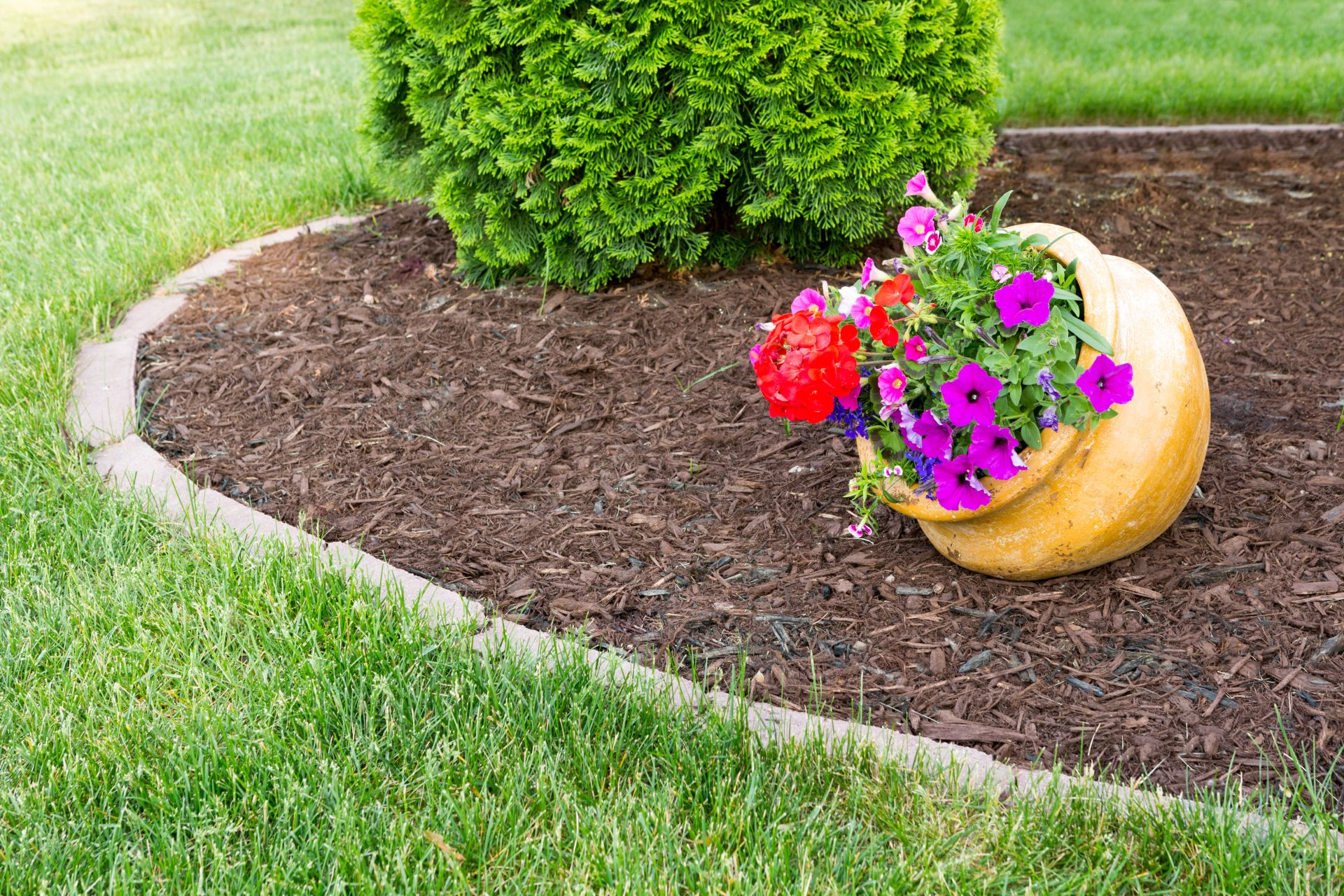 Nature Pro Lawn Care - Alabaster Helena Calera Pelham Alabama - Flower Beds Fertilizer Weed Control Lawn Pest Service